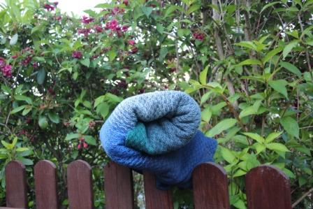Das Gerollte Tuch auf einem Holzzaun
