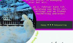 Auf dem Bild sieht man einen Schneemann in einem kleinen Garten und ein Haus im Hintergrund. Zudem sind neue Beratungszeiten und das Logo der Trageberatung Olpe zu sehen